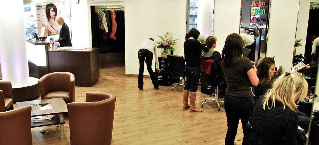 Friseur München Pasing - Mitarbeiter beim arbeiten